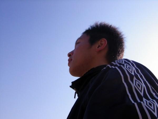 将来を考える中学生男子